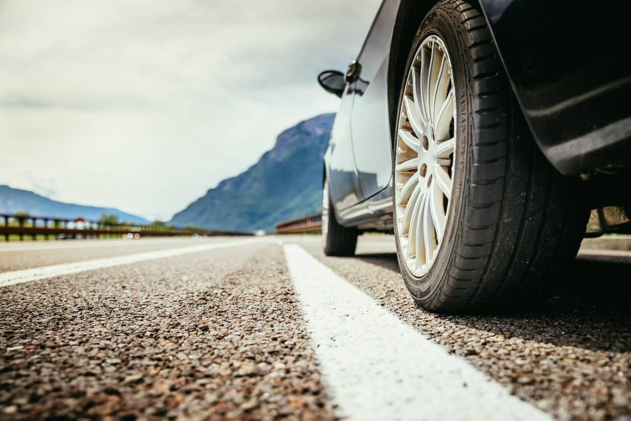 Bien vérifier les pneus de sa voiture